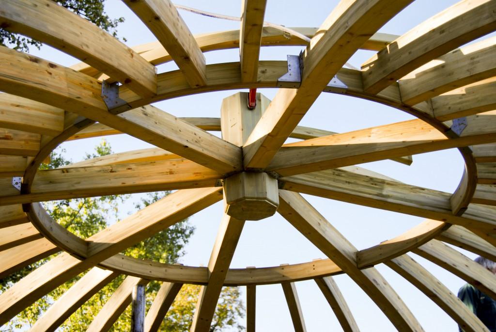 zadaszenie z drewna klejonego